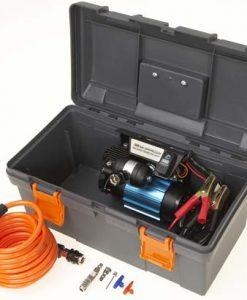 ARB compressor in transportkoffer met toebehoren.