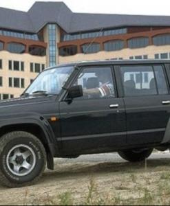 Nissan Patrol Y60 - 5 deurs UPRACKS roofrack - dakrek 214 X 129 cm.